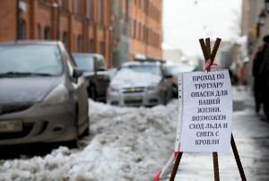 Ежегодно в центре Петербурга от падения сосулек гибнут люди
